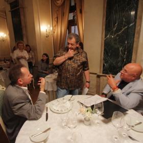Владимир Долинский, Андрей Анкудинов и режиссер картины Борис Грачевский обсуждают сцену